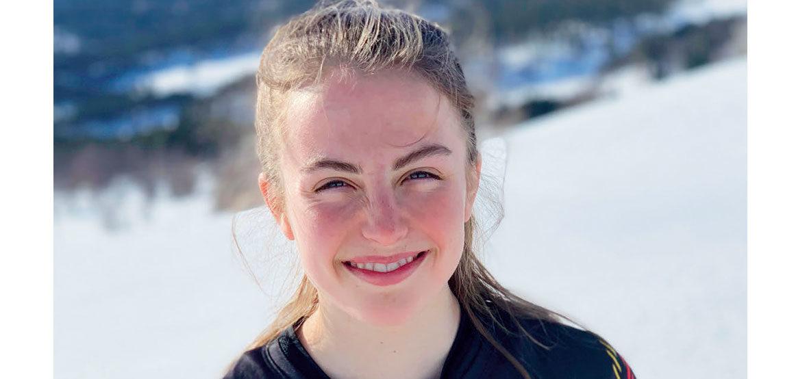 FLATSKO: Ingeborg holdt lenge på joggeskoene – eller flatsko som de sier i hjembygda hennes. Piggsko fikk hun ikke før til UM på Jessheim – i september. FOTO: PRIVAT