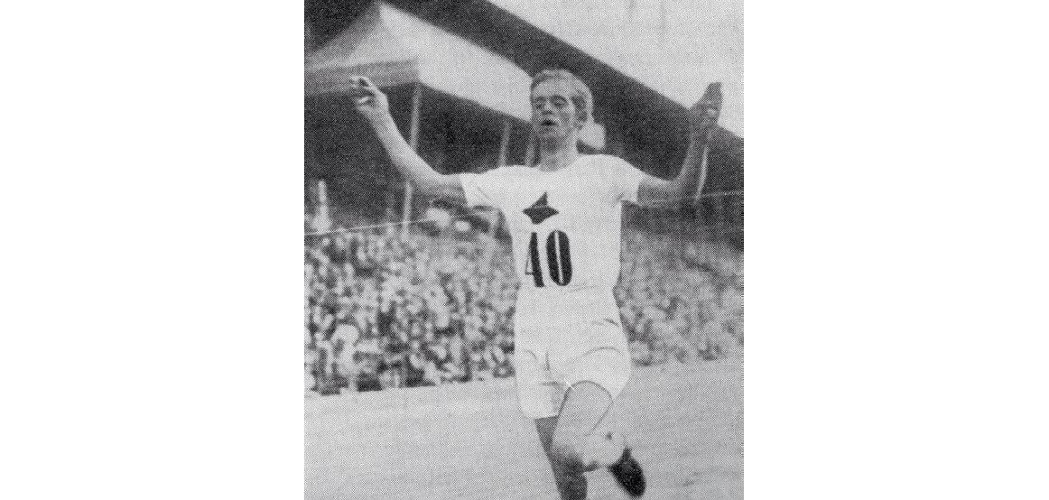 SVENSK REKORD: 1921-sesongen ble Backmans mest stabile sesong på internasjonalt toppnivå. Tidlig på høsten forsøker han seg på Svanbergs svenske rekord på en times løp uten å lykkes helt. Noe senere på høsten har han tydeligvis konkurrert seg i bedre form og løp 18518,5 meter på en time. Ny svensk rekord.